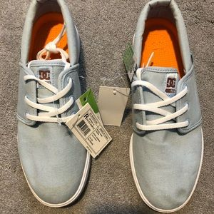 Women's DC shoes / sneakers NWT sz 7